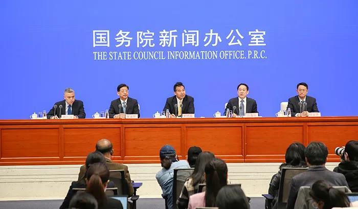 国新办发布会:中医药显著提升轻型普通型患者治愈率,有效缓解症状